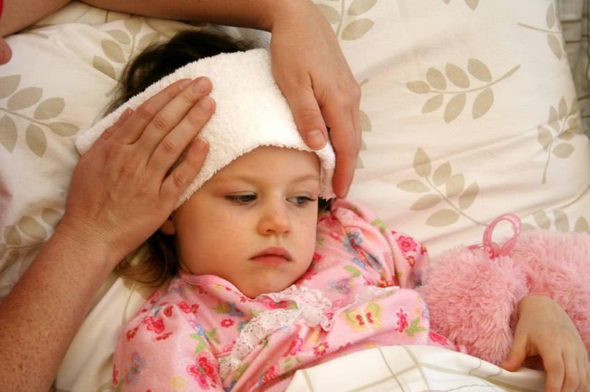 Как эффективно сбить температуру у ребенка без лекарств